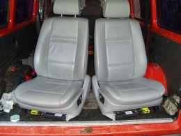 BMW X5 E70 - kožený interiér