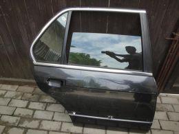 BMW 3 E30 dveře zadní pravé